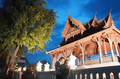 Tempel 8